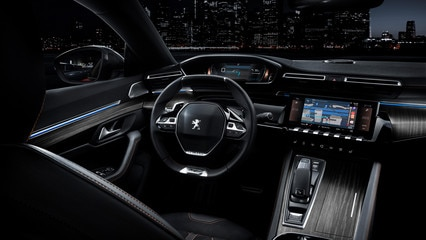 i-Cockpit de PEUGEOT con el sistema Head-Up Display y volante compacto - nueva berlina PEUGEOT 508 FIRST EDITION